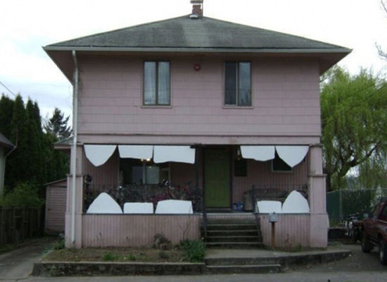 24 weird and funny houses pleated jeans for Things to include when building a house