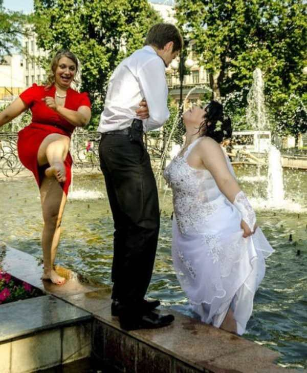 22 Awkward and Inappropriate Wedding Photos | Pleated Jeans